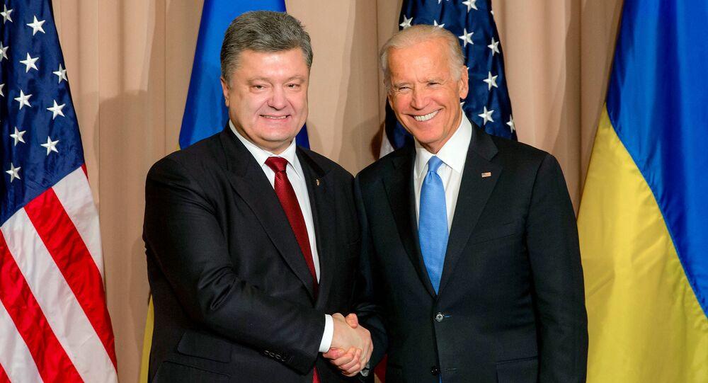 Poroshenko e Joseph Biden (foto d'archivio)