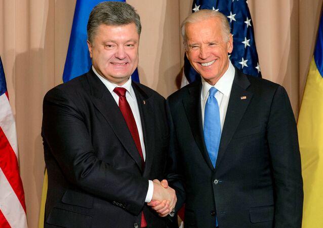 Il presidente ucraino Petro Poroshenko e Joe Biden