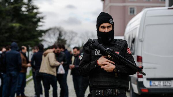 Турецкий полицейский в Стамбуле - Sputnik Italia