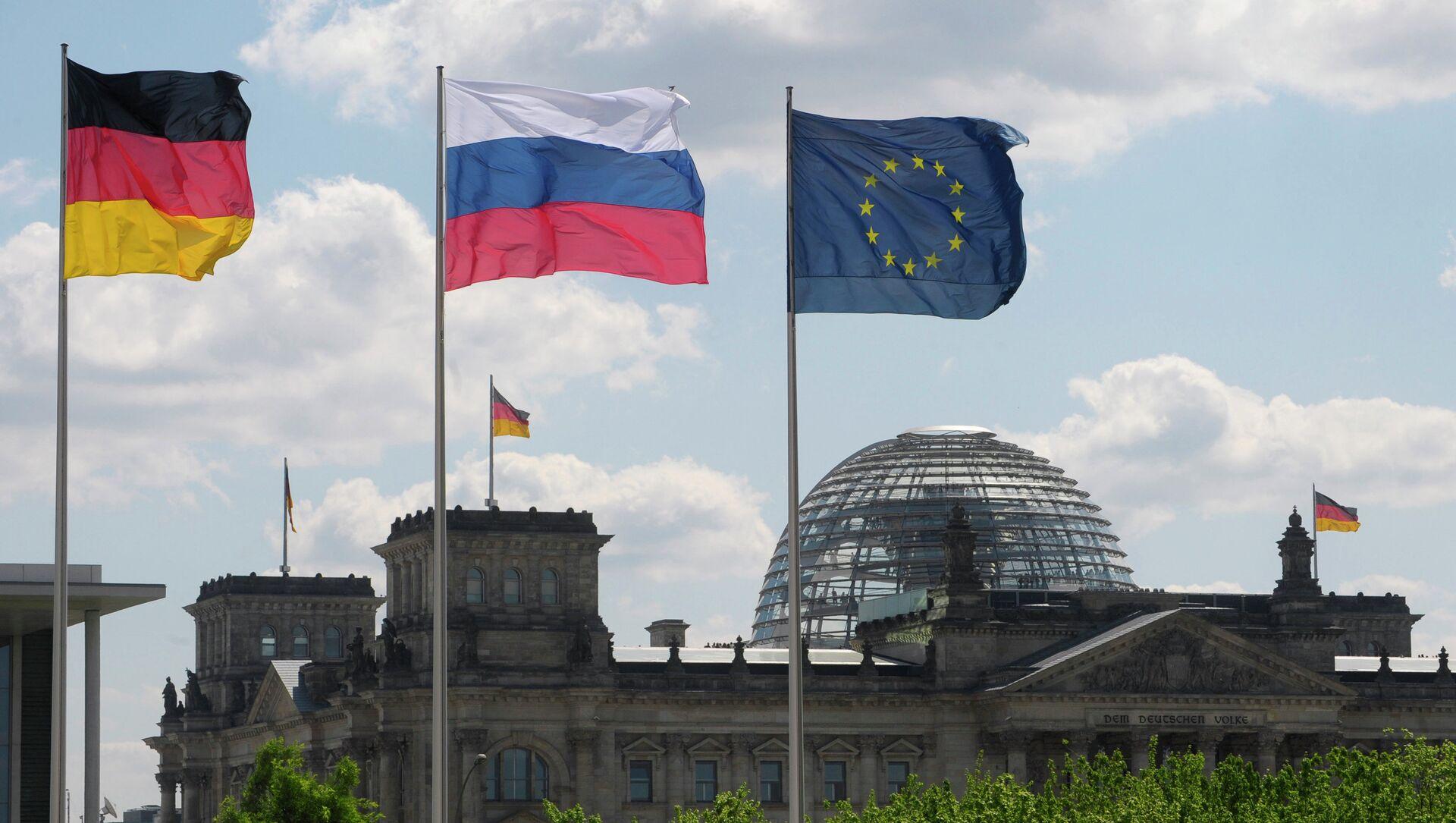 Bandiere di Germania, Russia e UE - Sputnik Italia, 1920, 22.02.2021