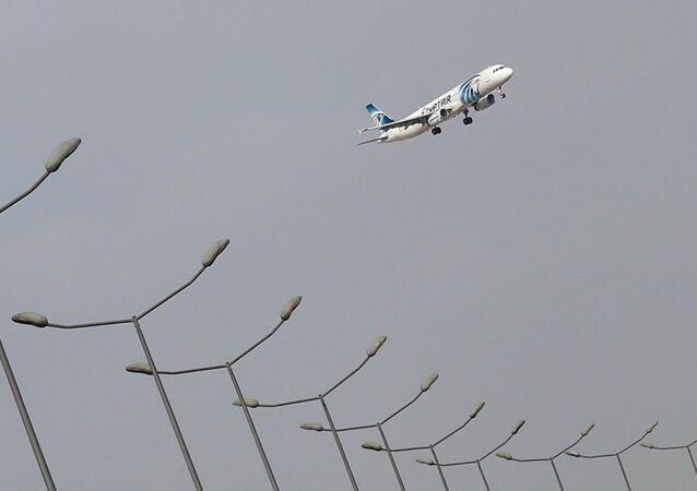 Un aereo nei cieli di Cairo