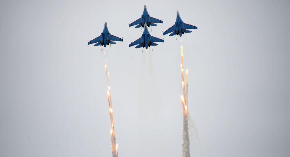 Su-27 russi