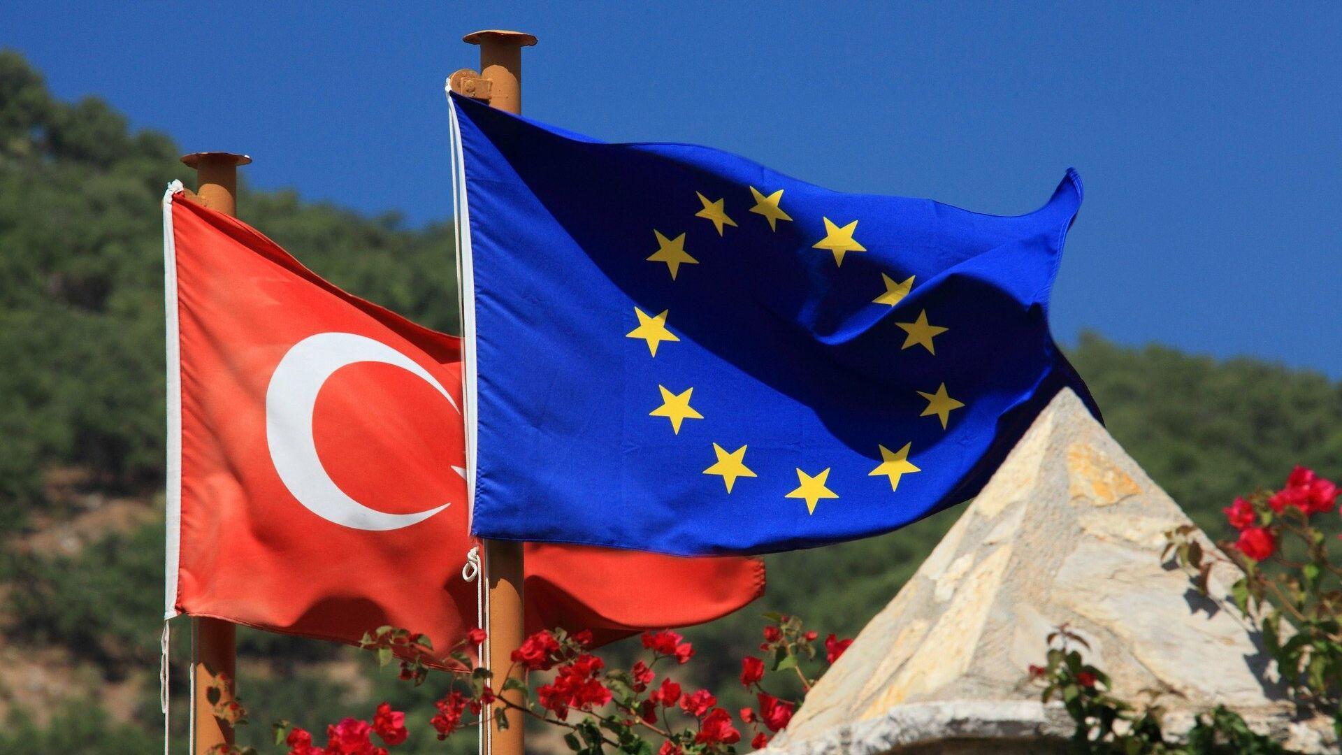 Le bandiere dell'UE e della Turchia - Sputnik Italia, 1920, 26.02.2021