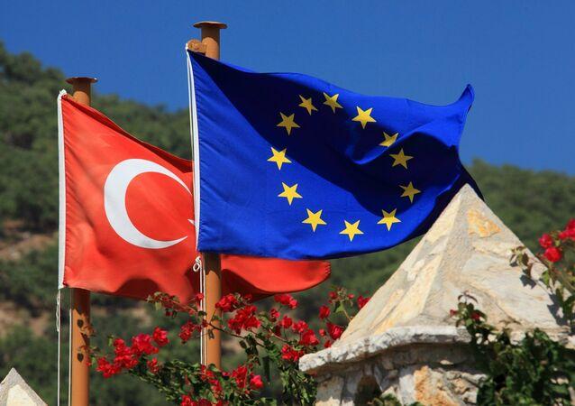 Le bandiere dell'UE e della Turchia