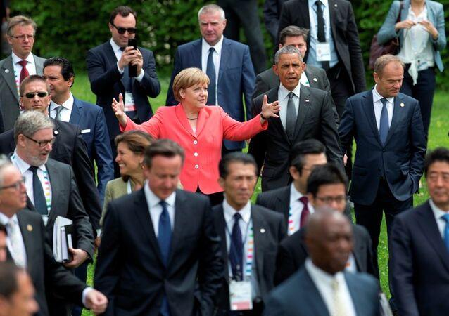 I leaders di G7  fanno tradizionale foto di gruppo dopo i colloqui