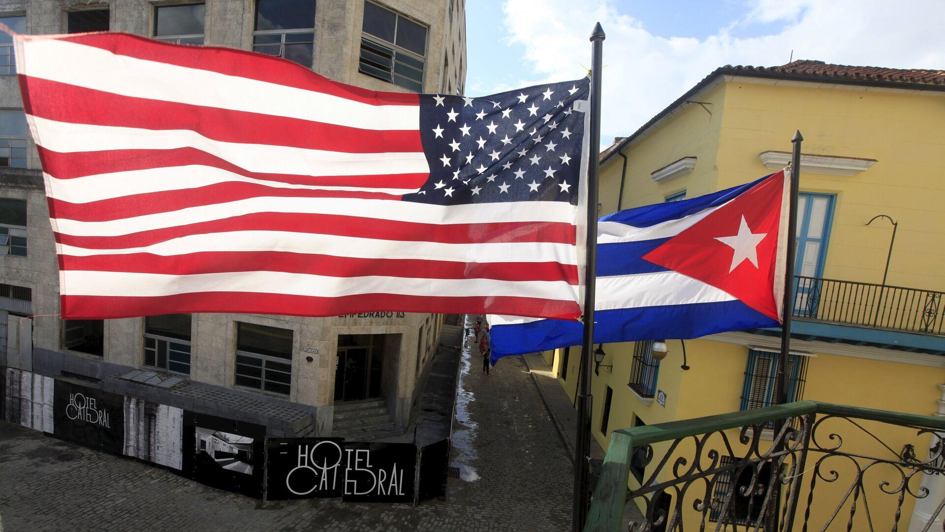 Bandiere degli USA e di Cuba - Sputnik Italia, 1920, 12.06.2021