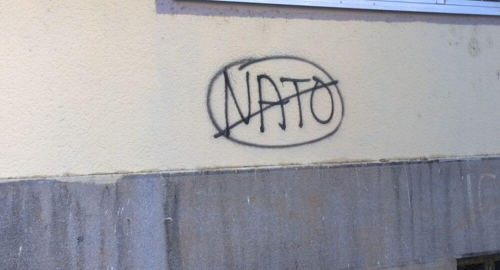 Un murale anti-NATO in Montenegro
