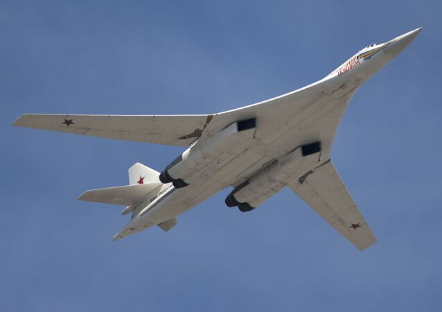 Il bombardiere strategico supersonico Tupolev Tu-160