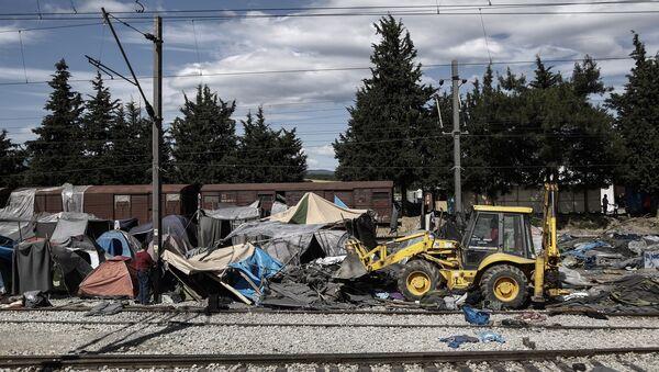 Sgombero del campo profughi a Idomeni - Sputnik Italia