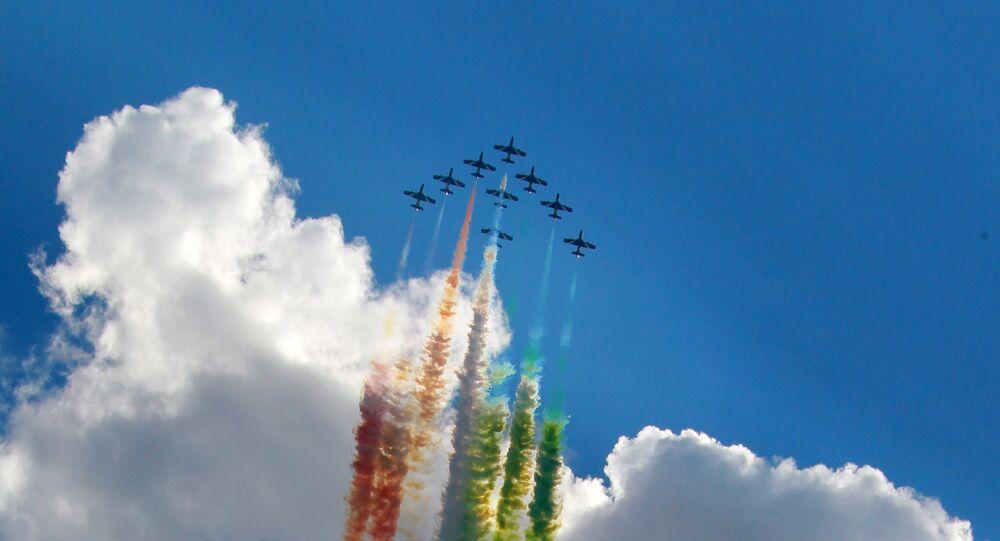 Le Frecce Tricolori disegnano la bandiera italiana