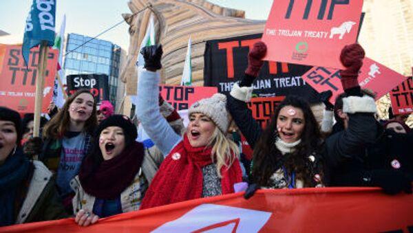 No-TTIP, proteste contro l'accordo di partnership transatlantica - Sputnik Italia