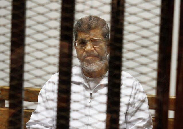 Mohammed Morsi   in attesa della sentenza del Tribunale