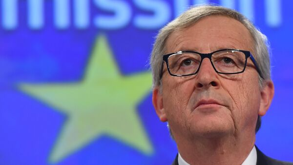 European Commission President Jean-Claude Juncker gives a press conference at the end of German chancellor's visit to the European Commission at the European Commission headquarters in Brussels, on March 4, 2015 - Sputnik Italia