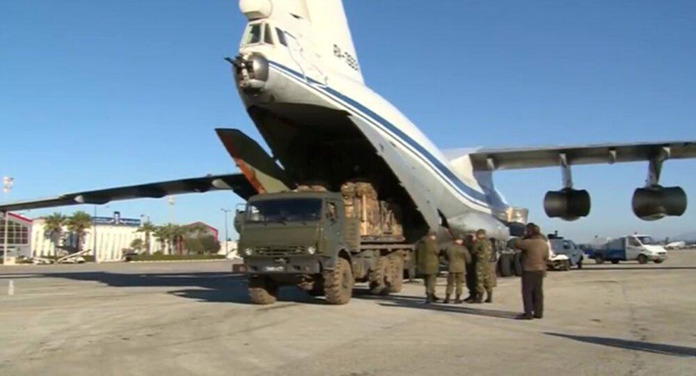 Cargo di aiuti umanitari arriva a Deir ez-Zor
