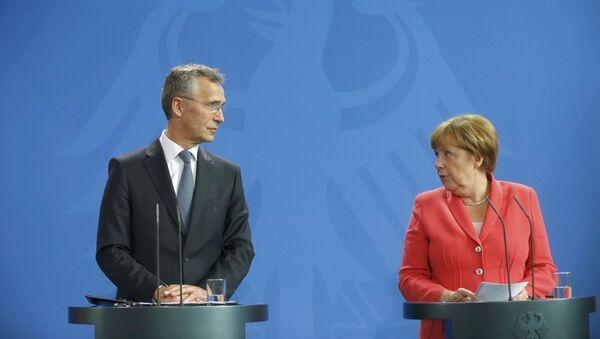 Jens Stoltenberg e Angela Merkel - Sputnik Italia