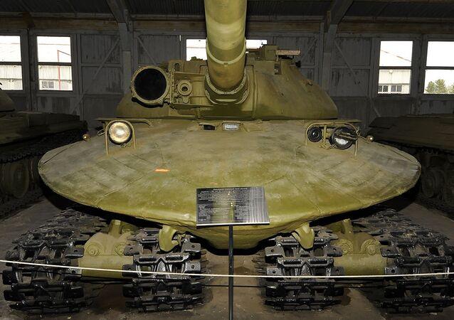 URSS-Russia: mezzi militari straordinari di diverse epoche.