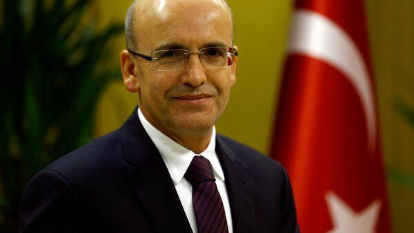 Turkish Deputy Prime Minister Mehmet Simsek poses during an interview with Reuters in Ankara, Turkey. - Sputnik Italia
