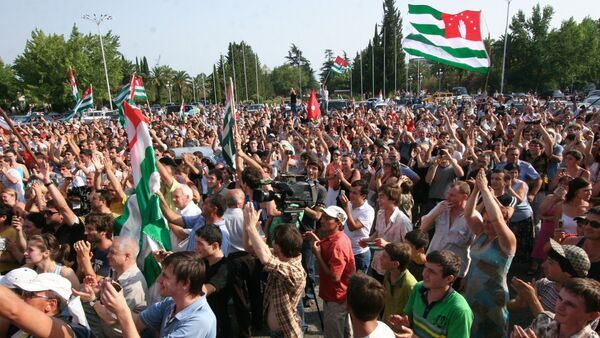 Sukhumi residents rejoicing over Russia's recognition of Abkhazia's independence - Sputnik Italia