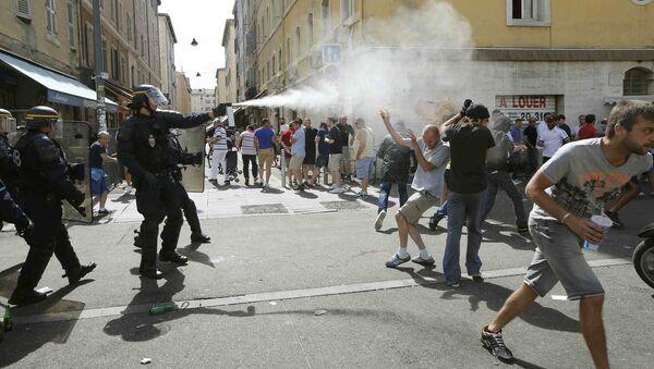 Scontri tra polizia e tifosi a Marseille - Sputnik Italia