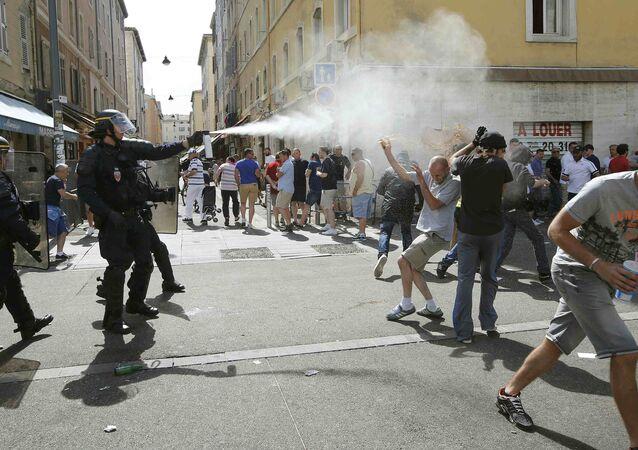 Scontri tra polizia e tifosi a Marsiglia