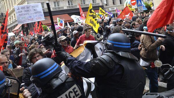 Proteste contro la nuova legge lavoro in Francia - Sputnik Italia