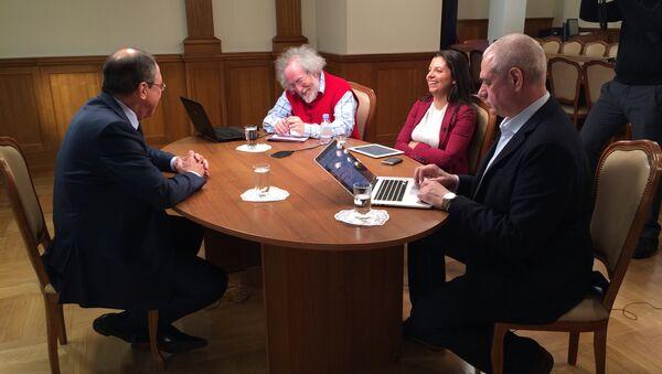 Sergej Lavrov intervistato da Margarita Simonyan, Alexey Venediktov e Sergej Dorenko. - Sputnik Italia