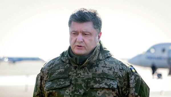 Ukraine's President Petro Poroshenko addresses the media in Kiev - Sputnik Italia