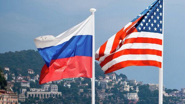 Bandiere degli USA e della Russia - Sputnik Italia