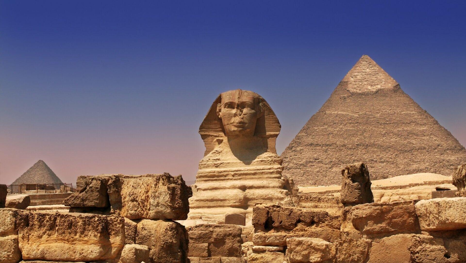 Giza Pyramids & Sphinx - Egypt - Sputnik Italia, 1920, 04.02.2021