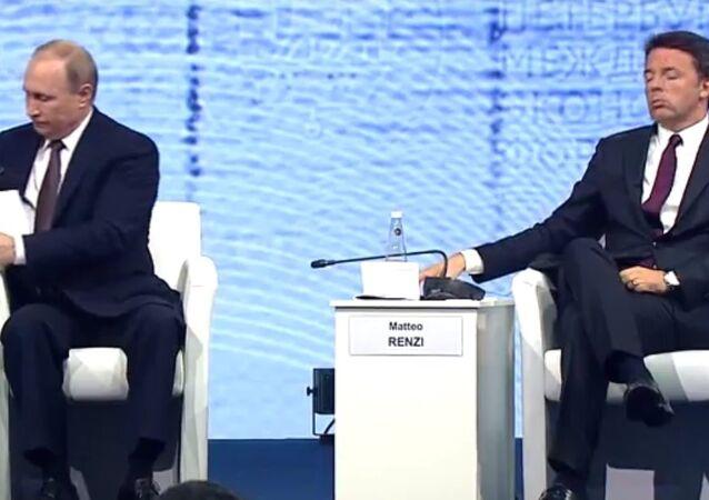 Vladimir Putin e Matteo Renzi ascoltano l'intervento del presidente kazako