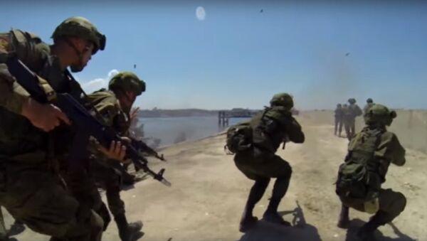 La fanteria di marina conquista le coste della Crimea - Sputnik Italia