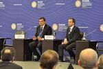 Il ministro dello sviluppo economico italiano Carlo Calenda ed il vice premier russo Arkady Dvorkovich