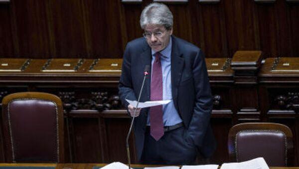 Министр иностранных дел Италии Паоло Джентилони готовится к своей речи в нижней палате в Риме - Sputnik Italia