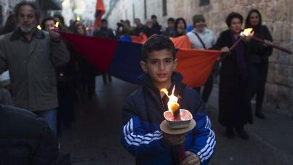 Membri della comunità armena durante la marcia del ricordo per i 100 anni del genocidio armeno - Sputnik Italia