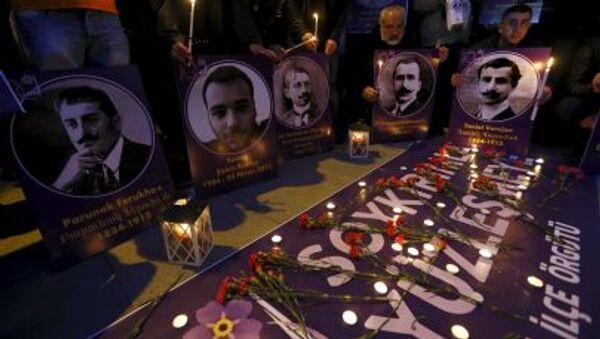 Candele e fotografie in memoria degli armeni uccisi nei massacri nel 1915 - Sputnik Italia