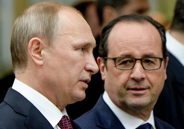 Vladimir Putin e Francois Hollande (foto d'archivio)