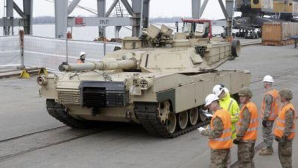 I carri armati americani  Abrams arrivano in Estonia per le esercitazioni della NATO - Sputnik Italia