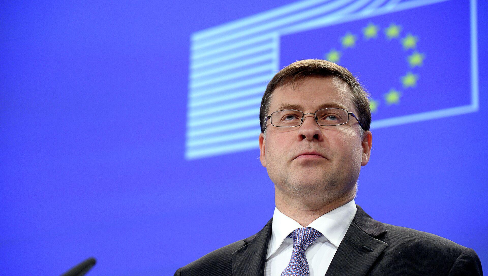 Il commissario europeo per il Commercio Valdis Dombrovskis  - Sputnik Italia, 1920, 12.02.2021