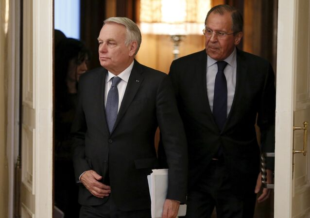 Jean-Marc Ayrault  e Sergei Lavrov