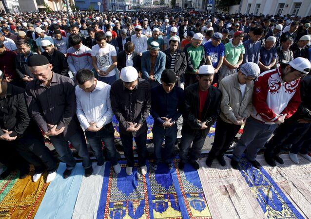 Musulmani festeggiano Eid al-Fitr (Urasa-Bairam) a Mosca.
