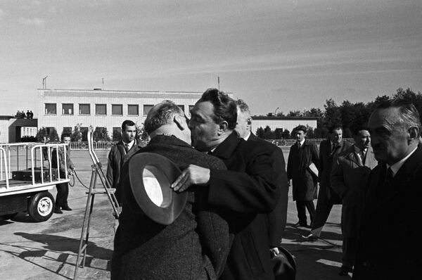 Segretario Generale del Partito di Unità Socialista della Germania orientale Walter Ulbricht e e segretario generale del Partito Comunista dell'Unione Sovietica Leonid Ilyich Brezhnev durante l'incontro a Mosca - Sputnik Italia