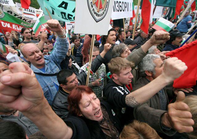Protesta contro la NATO a Sofia, Bulgaria