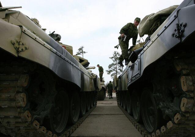 Carri armati T-72 (foto d'archivio)