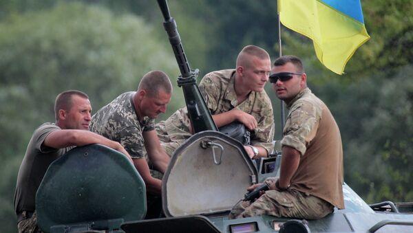 Soldati ucraini durante l'addestramento con gli istruttori britannici - Sputnik Italia