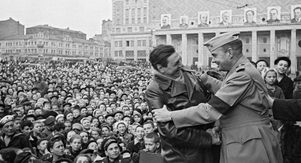 Momento di incontro con alleati americani, Mosca, 9 maggio 1945
