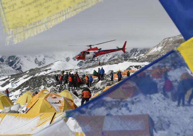Finora a Nepal sono stati rintracciati 347 italianii, fra cui le quattro persone che hanno perso la vita in due distinte escursioni.