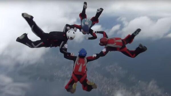 Paracadutisti russi a una gara internazionale - Sputnik Italia