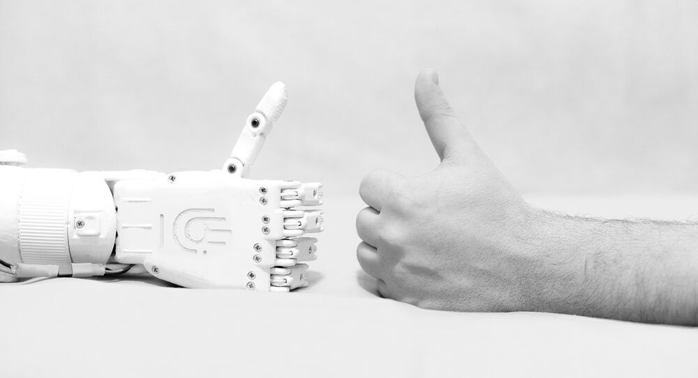La protesi robotica costruita da Maksim Lyashko