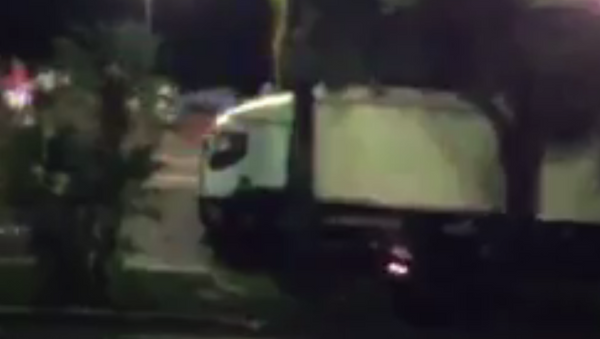 Camion travolge la folla a Nizza - Sputnik Italia
