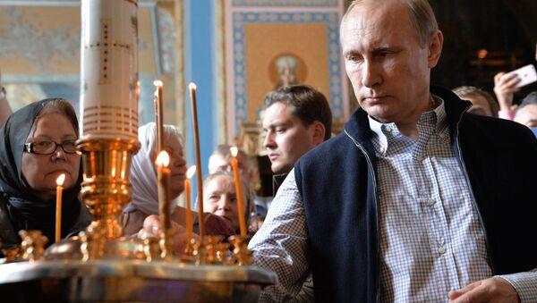 Президент РФ Владимир Путин в Спасо-Преображенском соборе Валаамского монастыря - Sputnik Italia